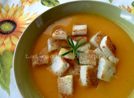 Vellutata di zucca e patate con crostini al rosmarino