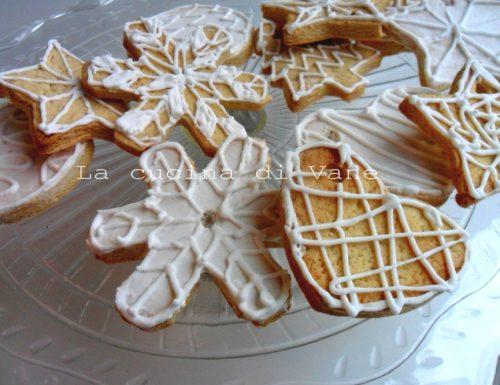 Biscotti di Natale alla cannella decorati