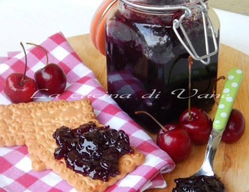 Marmellata di ciliegie  con Bimby e senza
