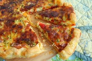 Torta rustica zucchine peperoni e parmigiano