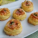 Cestini di patate con salmone e robiola