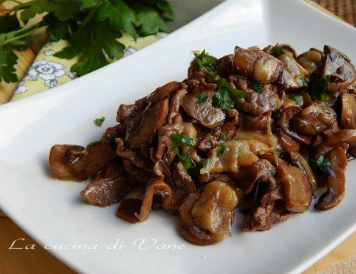 Straccetti di carne con funghi e scamorza