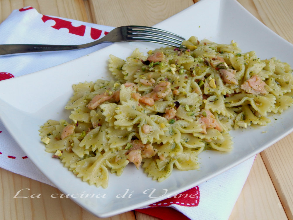 Pasta al pesto di pistacchi e salmone for Salmone ricette