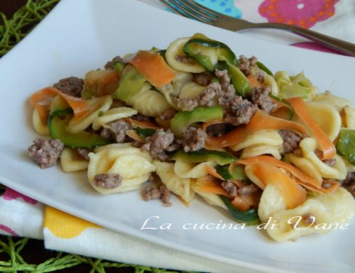 Orecchiette al ragù bianco di salsiccia e verdure