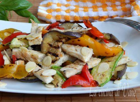 Insalata di pollo leggera e gustosa
