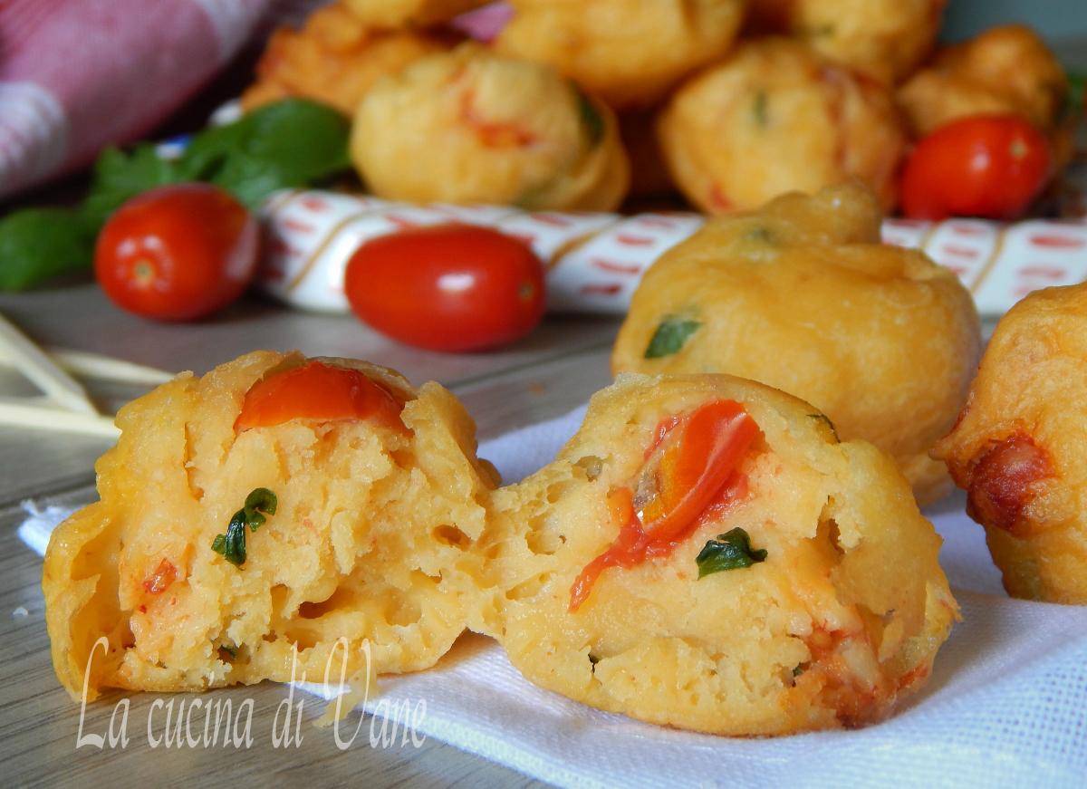 frittelle di ricotta e pomodori al profumo di basilico