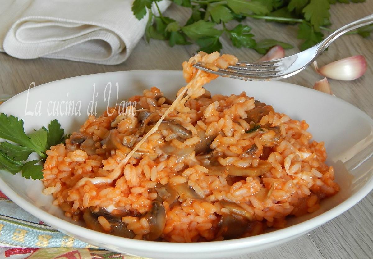 riso pomdoro funghi e mozzarella.