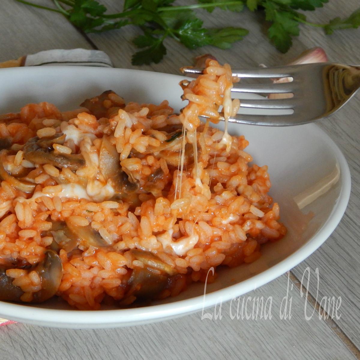 riso pomodoro funghi e mozzarella