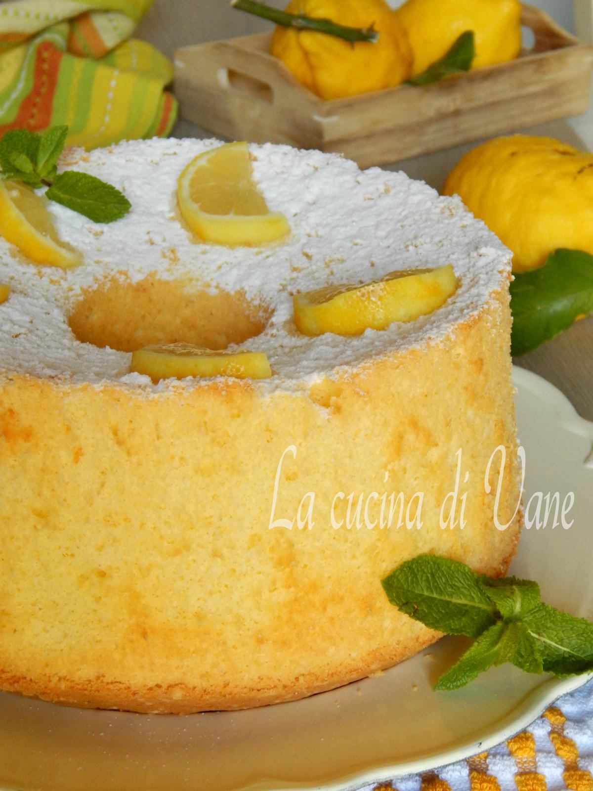 chiffon cake al limone con succo e buccia .