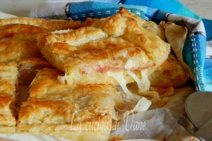 Sfogliata patate salame e scamorza ricetta golosa