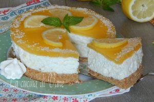 Torta fredda al limone cocco e meringa