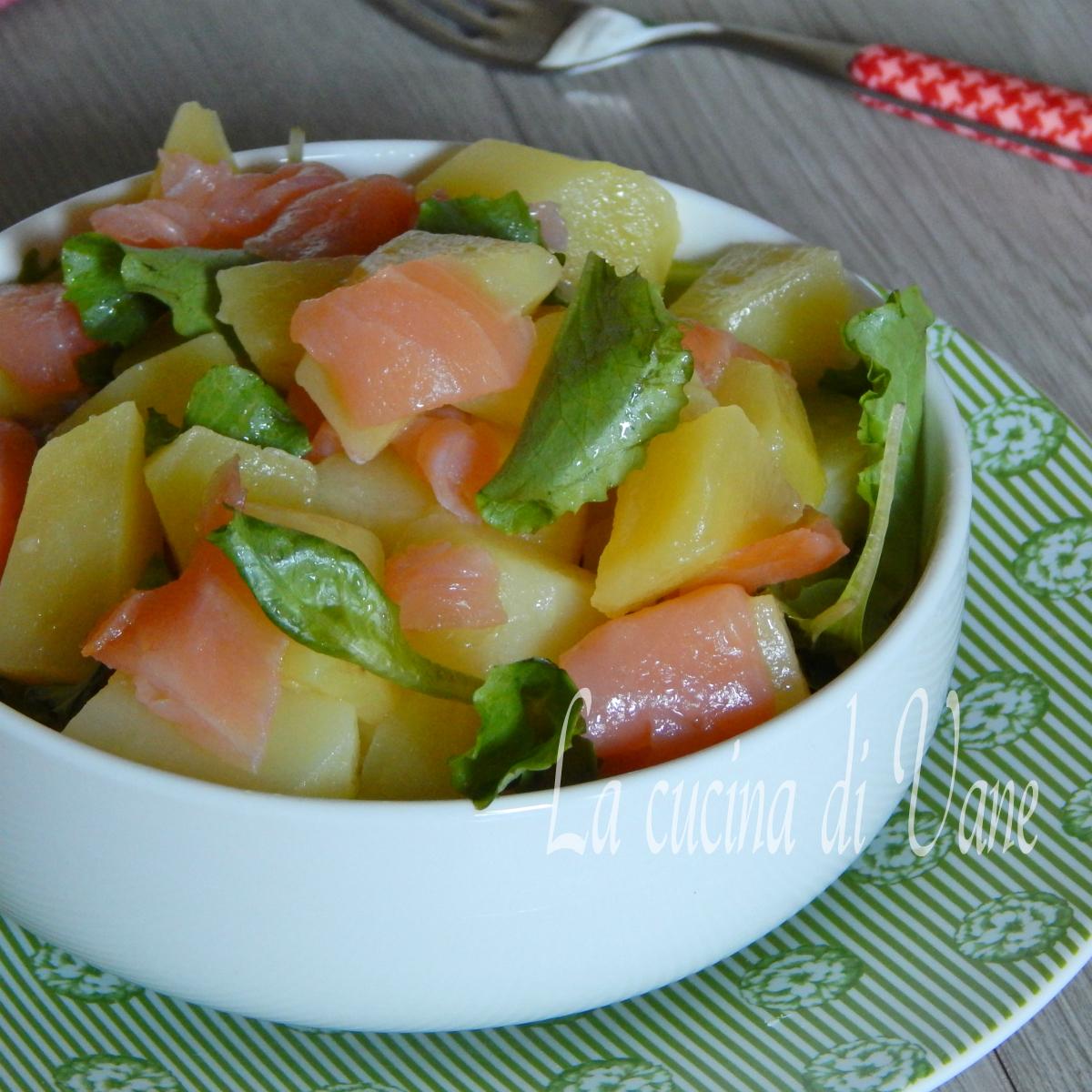 insalata di patate e salmone.