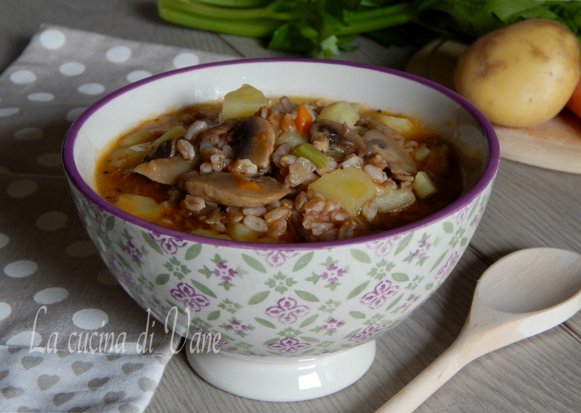 zuppa di farro funghi e patate-