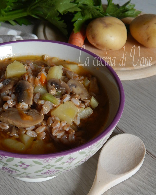 zuppa di farro funghi e patate.