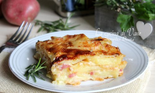 Parmigiana di patate con speck e scamorza