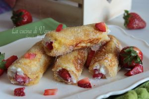 French toast roll ups con fragole e ricotta