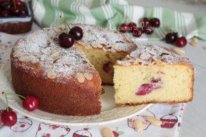 Torta soffice di ciliegie e mandorle