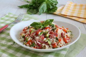 Insalata di riso con zucchine speck e peperoni