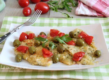Filetti di pesce alla mugnaia con olive e pomodorini
