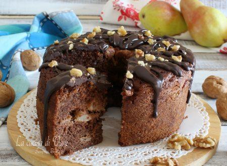 Torta al cioccolato con pere e noci