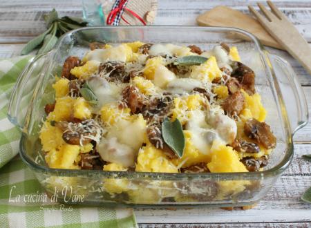 Pasticcio di polenta al forno con funghi e salsiccia