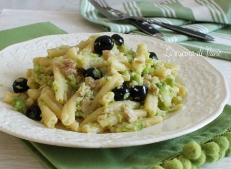 Pasta con broccolo tonno e olive