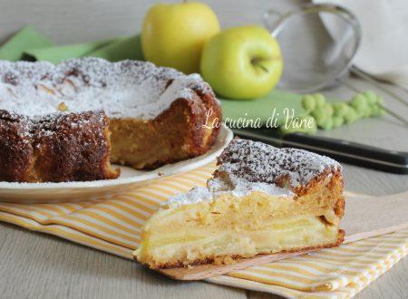 Torta di mele cremosa con latte e yogurt