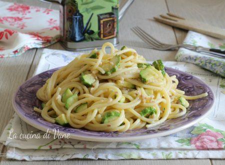 Spaghetti zucchine e noci