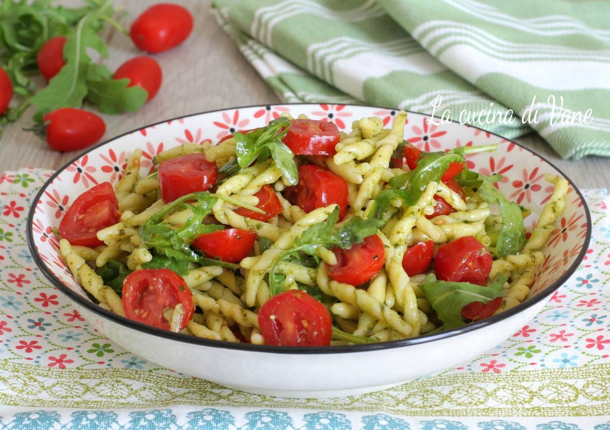 Pasta al pesto di rucola e pomodorini primo piatto estivo for Primo piatto veloce