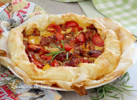 Torta salata con salsiccia e peperoni
