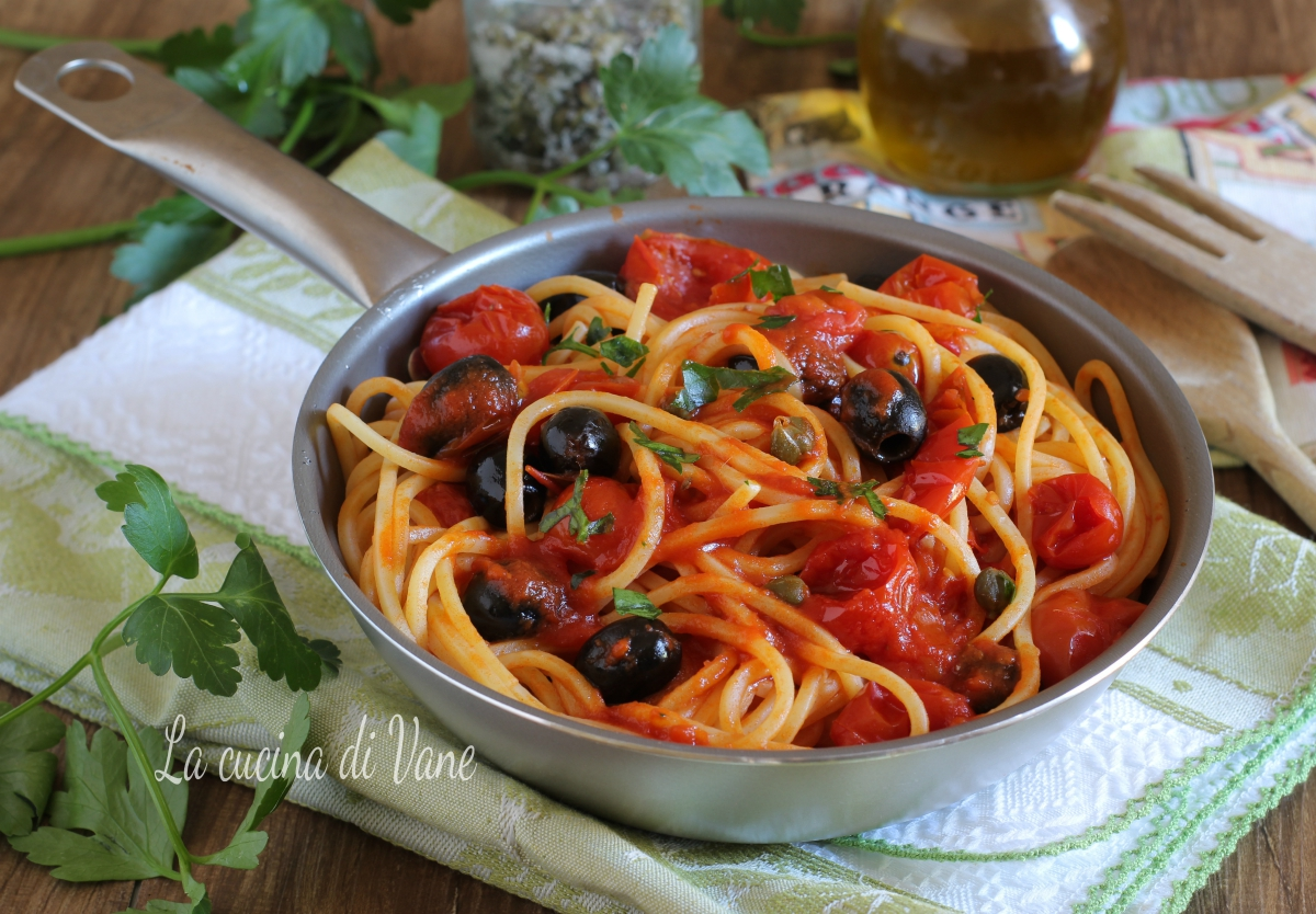 Spaghetti alla puttanesca ricetta primo piatto della for Piatto della cucina povera