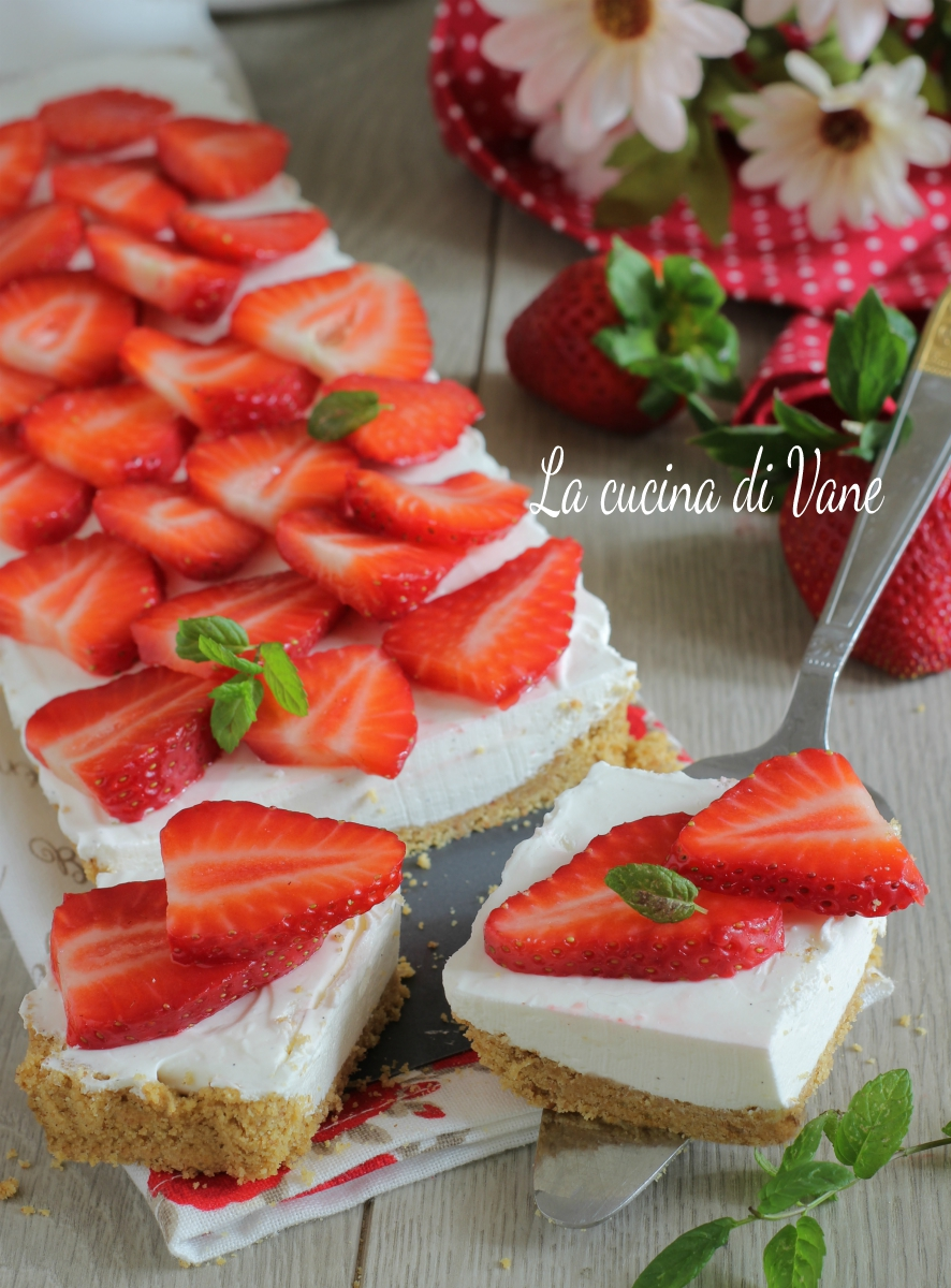 TORTA FREDDA ALLO YOGURT E FRAGOLE LIGHT