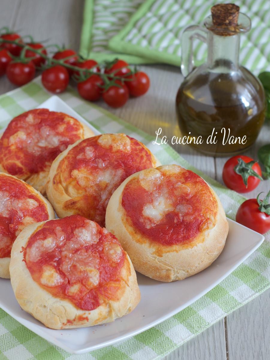 pizzette con impasto rosticceria siciliana