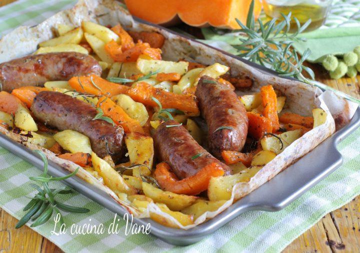 patate zucca e salsiccia al forno