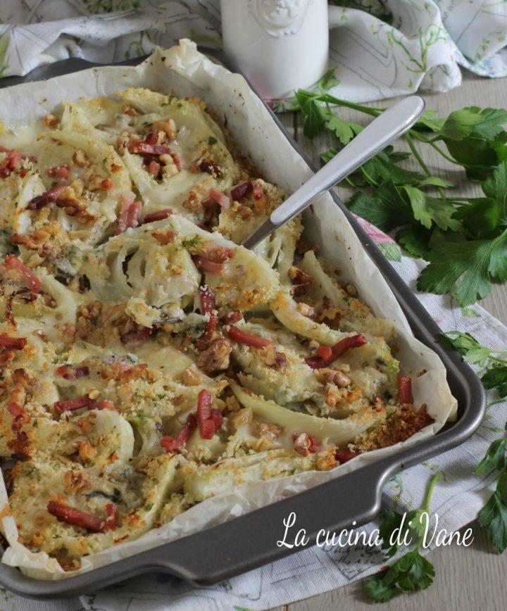 Finocchi al forno con gorgonzola noci e speck