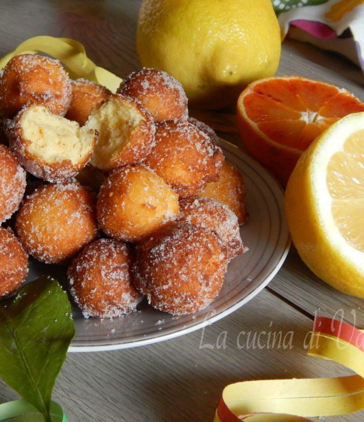 castagnole alla ricotta con arancia e limone