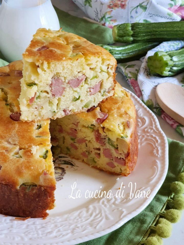torta salata soffice con zucchine e wurstel