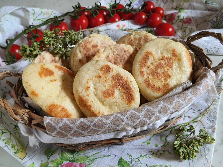focaccine allo yogurt greco cotte in padella