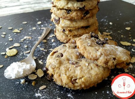 Biscotti all'avena con muesli e uvetta