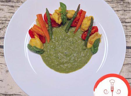 Bocconcini di pollo con crema di zucchine e asparagi