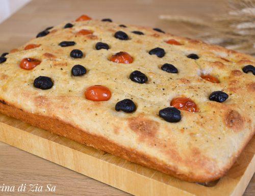 Focaccia al grana, pomodorini e olive bimby