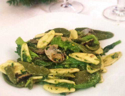 Pasta foglie d'ulivo con cime di rape, funghi e vongole