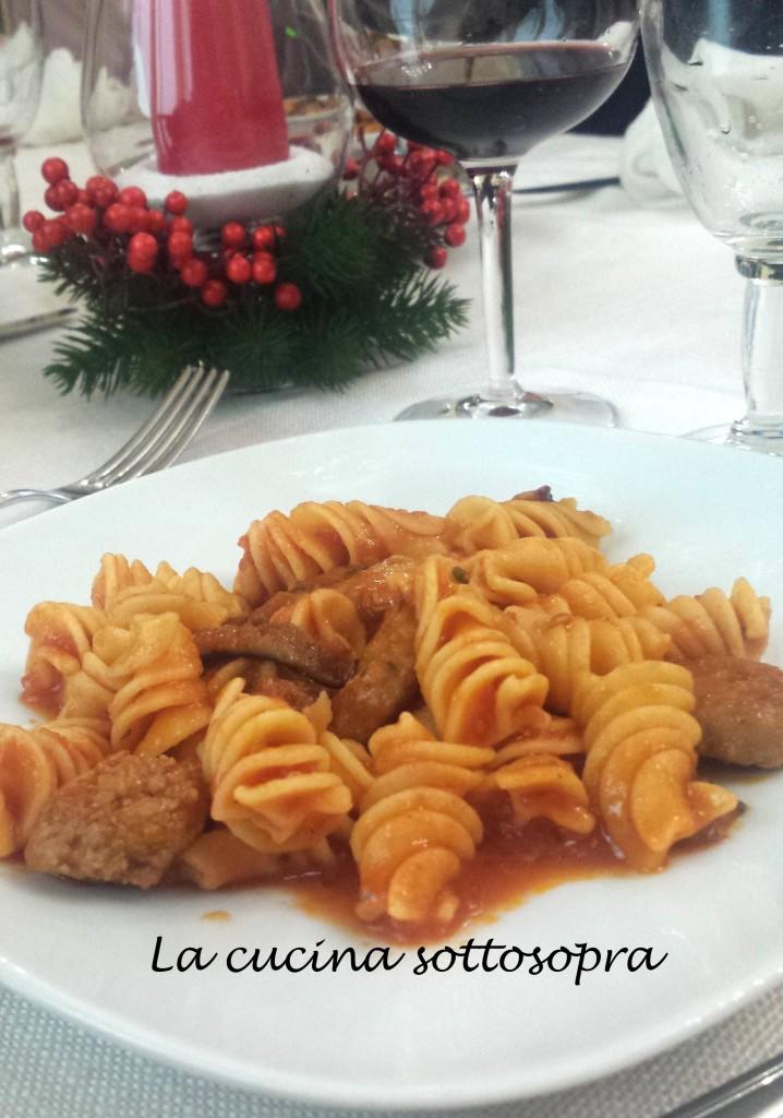Spirali con pomodorini, salsiccia di Norcia e funghi cardoncelli