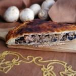 Rustico di pasta sfoglia con carne, prosciutto e champignon
