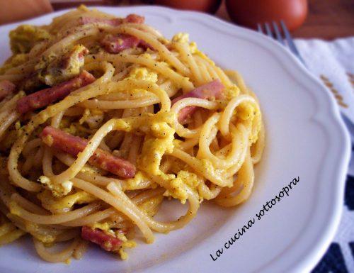 Spaghetti alla papalina – ricetta facile e veloce