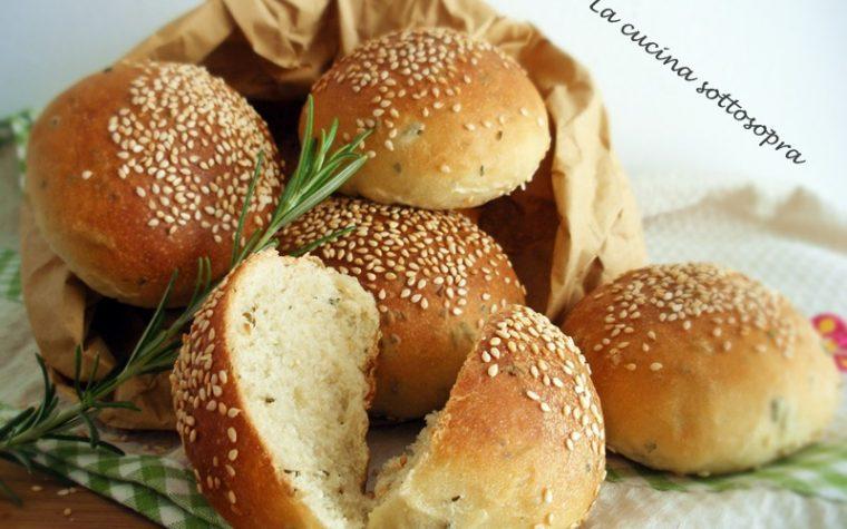 Panini al rosmarino e semi di sesamo