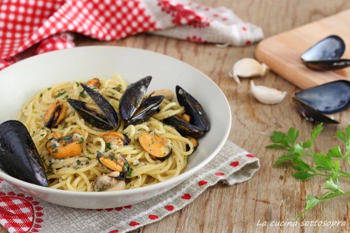 spaghetti con le cozze in bianco ricetta facile
