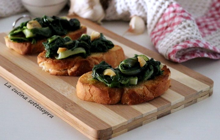 Crostini con bietole all'aglio