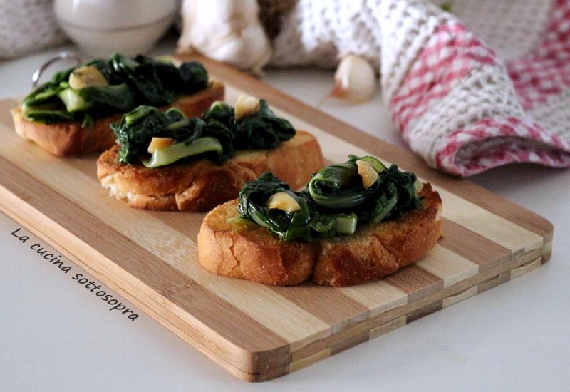 Crostini con bietole all'aglio