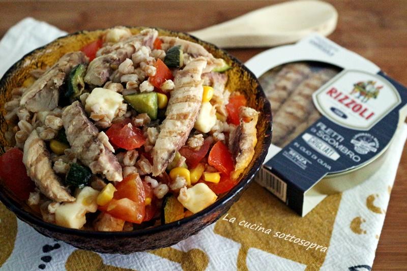 insalata di farro con filetti di sgombro e verdure